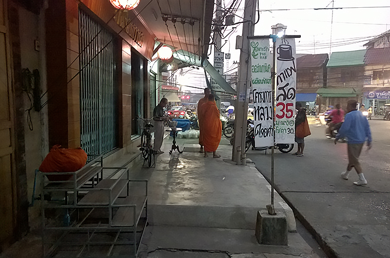 authentic-market-Thailand-monks